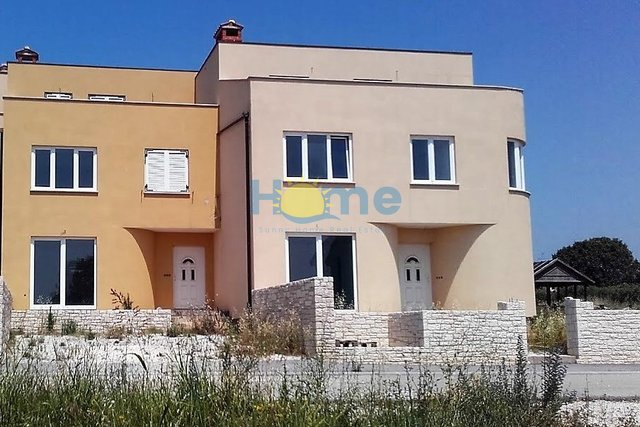 Istra - Novigrad - semi-detached house with a sea view