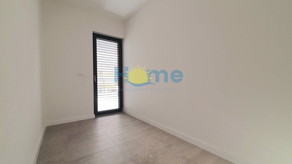 Istra - Novigrad, new quality made appartment 1 km from the beach and the city center