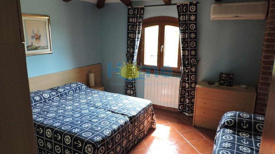 Istrien, Vabriga - eine selbstandige Haus 1000 m vom Meer