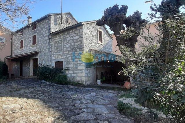 Istra, Višnjan - okolica, dvojna kamena kuća