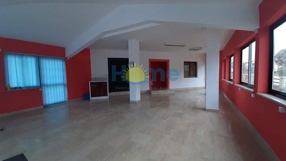 Geschäftsraum, 129 m2, Vermietung, Poreč