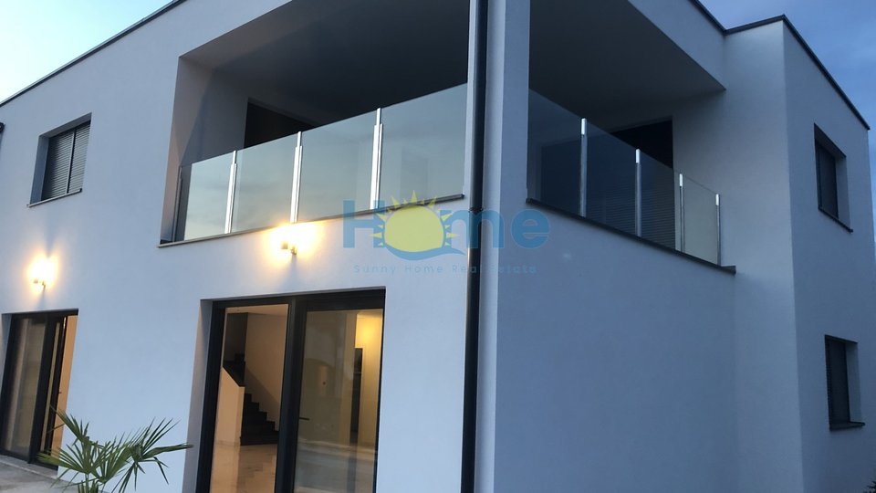 Poreč - new modern villa 3 km from the city centre and the sea