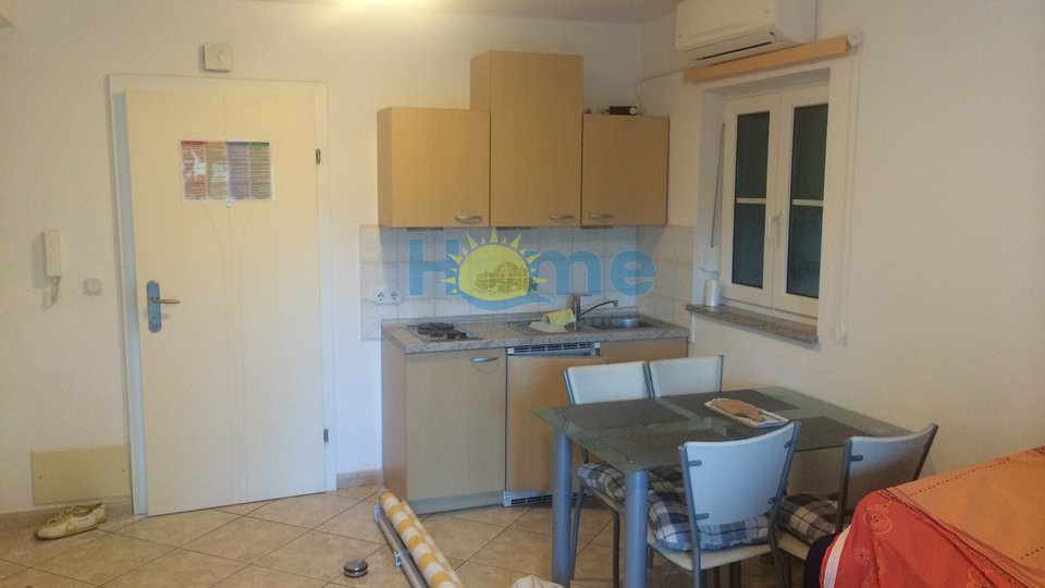 Poreč, two bedroom apartment with a garden 1300 m from the beach