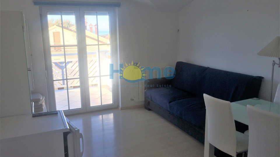 Poreč, two bedroom apartment with a sea view 1300 m from the beach